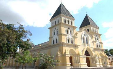 Iglesia-Católica-900x550.jpg