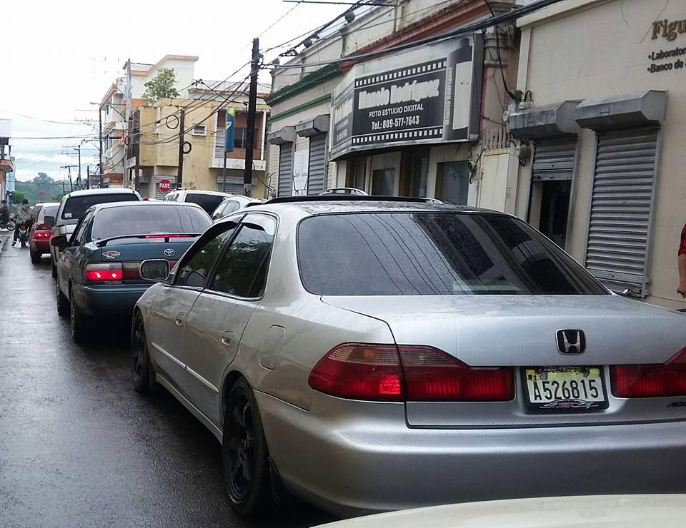 Topones vehícular dolores de cabeza al circular casco urbano de Moca |  MocaPresente.net