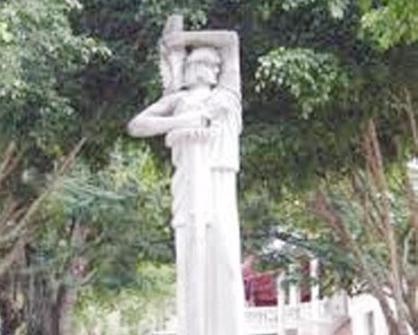thumbnail_Plaza del 2 de Mayo Moca..jpg