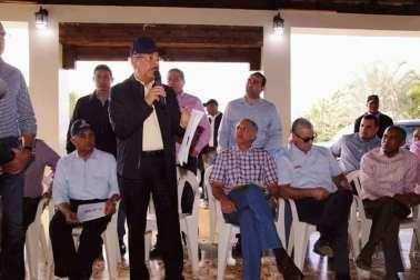 thumbnail_El presidente Danilo Medina, encabeza acto con los productores de tabaco e inudstriales de cigarros de Tamboril..jpg